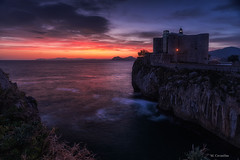 Amanecer Castillo-Faro (Carpetovetón) Tags: amanecer castillofaro castillo faro mar marcantábrico cantábrico marina paisaje largaexposición cielo colores edificios castro castrourdiales cantabria nikond610 nikon1835 españa
