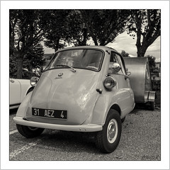 BMW Isetta (1955-1962) (Francis =Photography=) Tags: europa bmw isetta car voiture automobile isomoto automobil oldcar auto véhicule transport