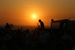 Saxy sunset at Jericoacoara (alestaleiro) Tags: sunset sax saxophone saxo music atardecer tramonto fiesta fest party sunsetbeachparty hurricane jericoacoara jeri ceará nordeste controluce contralus silueta silouhette figura música livemusic sol sole sun alestaleiro
