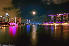 Marina Bay in moon light (Modestus Lorence) Tags: night xf1024mm xt20 fujifilm bay marina moonlight singapore