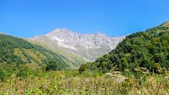 Droga do obozu  Marjanishvili. W pobliżu miejsca obozu Laphuri. Szczyt Zeskho 3792m. (Tomasz Bobrowski) Tags: wspinanie mountains gruzja kaukaz góry caucasus georgia climbing