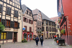 Vacances_0227 (Joanbrebo) Tags: ribeauville grandest francia fr alsace hautrhin cityscape arquitectura edificios edificis buildings streetscenes street carrers calles people peopleandpaths gent gente canoneos80d efs1855mmf3556isstm eosd autofocus
