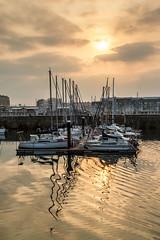 Atardecer en Gijón (David A.L.) Tags: puertodeportivo gijón atardecer puestadesol agua sol nubes barcos oro