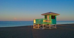the bakery's not open yet. (lada/photo) Tags: earlymorning lifeguardstation beach venicebeach venicefl ladaphoto
