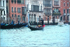 Gondolier, Grand Canal, Venice, Italy (Stuart Smith AUS) Tags: callecadorosanpoloveneziavenetoitalia canals gondolier grandcanal httpstudiaphotos ita italy stuartsmith stuartsmithstudiaphotos studiaphotos venice wwwstudiaphotos geo:lat=4544038447 geo:lon=1233365977 geotagged veneto