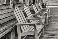 feeling_groovy (gerhil) Tags: travel architecture outdoor porch chairs store lifestyle beach ocean park tourism tranquil serene peoceful relaxing leisure autumn september2017 niksilverefexpro2 lines atmosphere monochrome building blackwhite 1001nights 1001nightsmagiccity