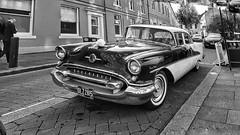 1955 Oldsmobile 98. (ManOfYorkshire) Tags: olz2815 oldsmobile car petrol 5300cc wedding forhire duty doncaster prioryplace yorkshire southyorkshire 1955 98 ninetyeight 2004 rtegistered usa american import imported chrome style 1950s
