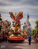 parade coming through (Jojo_VH) Tags: 2017 25thanniversary chateaudelabelleauboisdormant dlp dlp25 disneystarsonparade disneylandparis disneylandparis25 juli lightroom lostinmagic mickey mickeymouse mouse parade sleepingbeautycastle steampunk castle disney disneycharacter mainstreet performer summer france
