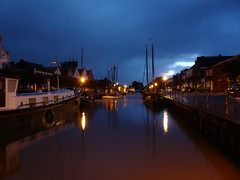 Weener Hafen morgens um sechs (achatphoenix) Tags: weener weenerhafen traditionshafen traditionsschiffe morgens ostfriesland october eastfrisia rheiderland riverems ems