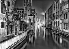 luce (in explore) (conteluigi66) Tags: venezia canale acqua water venice channel mono monocromo monochrome bn bw riflesso reflection notte night