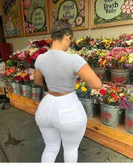 2017-10-13 14.19.21 1624711804020575624_4829977586 (African Queendom) Tags: igbestcakes thickgirlsonly dopesgirlsdopebooty dailybooty instacurvesthecake curvy curvaceous curviestcurves teamcakesuperbadd naija 9janigeria curvyafricangirls africasouthafrica kenya ghana booty africanqueen queendom pictureoftheday