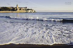 Espuma de mar (Javi Sánchez Photography) Tags: gijon asturias playa beach san lorenzo agua sand water morning walk lonely sun summer espuma olas waves sunrise amanecer spain coast sea
