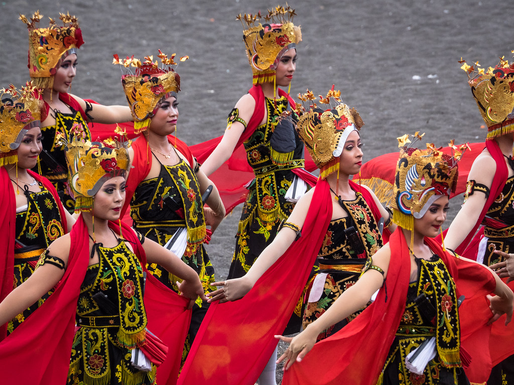 PA080802 Henry Sudarman Tags Gandrungsewu Banyuwangi Pantaiboom Traditional Culture Tradition Women Art Olympus