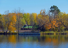 Colorful Kelly lake (Missabe Road) Tags: bnsf 1832 kellylake sd402 fallcolor
