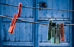 Still life (mdmove1962) Tags: blue blau wäscheklammer lines linien rot red colour abstract still life minimalistic greece griechenland santorini object structure green grün nopeople lightandshadow michad move1962gmxnet move1962