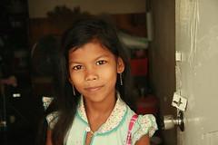 rohingya girl in a doorway (the foreign photographer - ฝรั่งถ่) Tags: rohingya burmese girl child ear rings doorway khlong thanon portraits bangkhen bangkok thailand canon