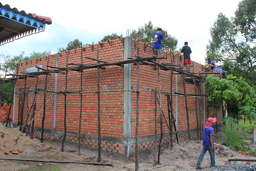 Support structure for kitchen in preparation for roof structure