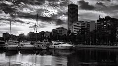 Puerto deportivo (Alicante) (ЈΘŠΞПΔ72 ) Tags: alicante josema72 josemgarcía fujifilmx100f fuji spain barcos puertodeportivo puerto marinaalicante blancoynegro puestadesol