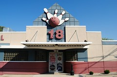 Watertown Bowl - Watertown, Wisconsin (Cragin Spring) Tags: wisconsin wi midwest unitedstates usa unitedstatesofamerica watertown watertownwi watertownwisconsin building bowling bowlingalley watertownbowl sign architecture