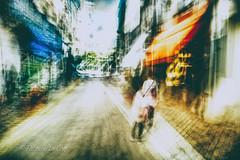 Maybe that's a lie (Fabrice Le Coq) Tags: route ville street flou personnes personne piéton vert bleu ciel blur bougé batiment rue fabricelecoq