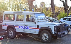 Police Paris - Brigade Fluviale (Arthur Lombard) Tags: police policedepartment policecar paris policenationale landrover landroverdefender 4x4 emergency 911 999 112 17 nikon nikond300 gyrophare bluelight