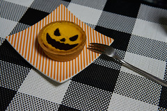 Halloween pumpkin cheesecake (Christophe-la) Tags: halloween pumpkin kabocha japanese mini cheesecake dessert orange ghost face