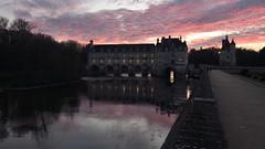 Sunset in Château de Chenonceau. France (gsubiza) Tags: francia france travel viaje loira castillo puente sunset château chenonceau castle bridge garden river sky