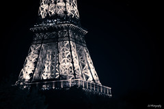Is only as bright as the silence it breaks (.KiLTRo.) Tags: paris îledefrance france fr kiltro arquitectura architecture torre tower eiffel eiffeltower sky city citylife night light dark bright