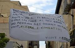 PANCARTA AMB EL POEMA DE VICENT ANDRÉS ESTELLÉS (Yeagov_Cat) Tags: 2017 barcelona catalunya carrersantperemésbaix carrerdesantperemésbaix pancarta poema vicentandrésestellés