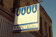 Market Street Inn - Watertown, Wisconsin (Cragin Spring) Tags: bar tavern wisconsin wi midwest unitedstates usa unitedstatesofamerica watertownwi watertown watertownwisconsin building marketstreetinn hamms beersign beer piwo bier
