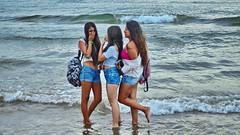 Teenies (gerard eder) Tags: paisajes playa peopleoftheworld people girl valencia europa europe españa spain spanien beach strand world wasser water waves reise travel viajes vacaciones vacations