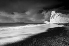 Durdle door waves (www.davidrosenphotography.com) Tags: beach coast sea seascape durdledoor lulworth dorset bw blackandwhite travel cliffs sand waves clouds