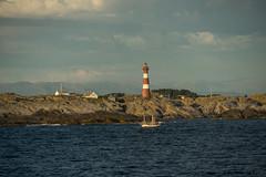 Hellisøy Leuchtturm auf der Insel Fedje in Norwegen. Hellisøy lighthouse at Fedje, Norway (jörg opfermann) Tags: sony ilce 7m2 fe 24240mm leuchtturm hellisøy lighthouse norwegen norway fedje kreuzfahrtschiff aida diva cruiseship