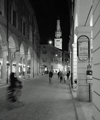 Modena  - Emilia   -  Italy (amos.locati) Tags: modena amos locati emilia italia duomo street via rue sera night soir europe europa luci luciano pavarotti città town ville enzo ferrari ciudad calle bicycle biciclett bicicletta