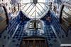Captain Nemo's (Gregory Girard) Tags: casa batllo gaudi architecture antoni espagne barcelone lumière bleu intérieur patio bâtiment fenêtre puits