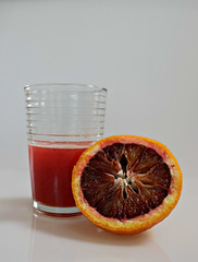 2017 Sydney: Blood Orange and Juice (dominotic) Tags: 2017 food fruit bloodorange citrusfruit fruitjuice juicedbloodorange orange stilllife whitebackground sydney australia circle