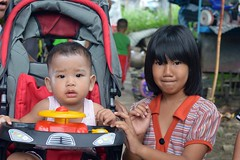 pretty girl with neighbor's baby (the foreign photographer - ฝรั่งถ่) Tags: pretty girl child neighbor baby carriage khlong thanon portraits bangkhen bangkok thailand nikon d3200