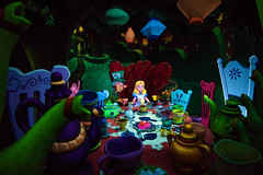 Alice & the Mad Hatter's Tea Party (TheTimeTheSpace) Tags: disneyland disneylandresort aliceinwonderland darkride nikond810 nikon2814 alice madhatter teaparty