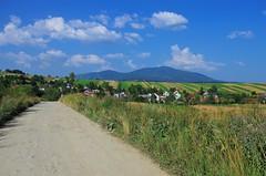 Beskid Żywiecki - Słowacja (e.topN) Tags: mountains beskidy babiagóra beskidżywiecki slovakia villige buildings road field landscape travel europe sky clouds peak summer grass sand