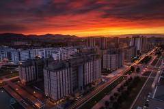 Arde Gasteiz (Sergio Nevado) Tags: vitoria gasteiz alava araba paisvasco euskadi basquecountry atardecer sunset salburua cityscape paisajeurbano nubes clouds sol sun edificios buildings