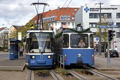 In beide Richtungen nur noch Stehplätze: Besonders am Mittag reichten die beiden Kurse des 7ers nicht mehr aus (Frederik Buchleitner) Tags: 10jahremvgmuseum 2006 2101 3005 linie7 mvgmuseum munich münchen pwagen r2wagen strasenbahn streetcar tram trambahn