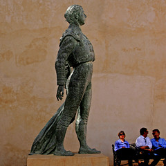 Ronda, Andalusia, Spain (pom.angers) Tags: canoneos400ddigital 2017 april spain andalusia europeanunion ronda statue sculpture torero antonioordoñez nicomedesdiezpiquero 1996 people 100 150 200 300 5000