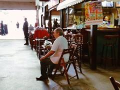 uma espera (luyunes) Tags: bar bares solitário homem solidão sozinho cenaderua café motoz luciayunes streetscene