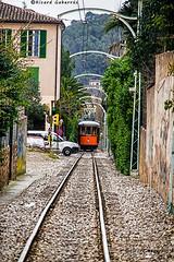 2446 Tranvia de  Soller, Mallorca (Ricard Gabarrús) Tags: tranvia coche automovil vias rieles calle paso ricardgabarrus tren olympus ricgaba