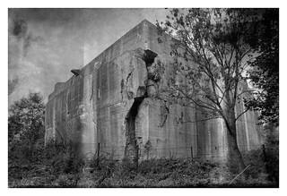 Cracked (Abandoned WW2-Bunker)