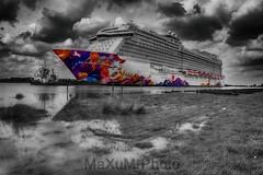 World Dream (Colorkey) (Maxum1201) Tags: papenburg emsland worlddream dreamcruises cruiseship ems nordsee schiff