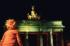 Rising High... (catarinae) Tags: rising high festival lights berlin 2017 capital city deutschland germany brandenburger tor little girl pink green projection show tiara flowers glow