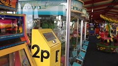 2p - St. Anne's Pier, 2017 (Rhisiart Hincks) Tags: staycation video fideo waiting aros seaside glanymôr slotmachines england lloegr lancashire sirgaerhirfryn fylde stanne'sonsea ystumdroamser pier adloniant amusements timewarp powsows sasana brosaoz ingalaterra angleterre inghilterra anglaterra 英国 angletèrra sasainn انجلتــرا anglie ngilandi ue eu ewrop europe eòrpa europa arcêd arcade aod cósta kostalde coast côte arfordir bhideo stannesonsea slotmachine deserted neb hebbobl didud quiet tawel