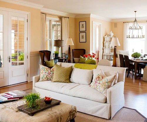 Living Room Decor : The right color scheme can give traditional style a fresh update. Drawing on a f...