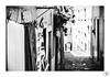 Daily works (Fabio Insalaco) Tags: portugal portogallo travel viaggio lisbon lisbona porto oporto douro penisola iberica viaggi trip train day giorno canon flickr fabio biancoenero insalaco photography bianco e nero black white monochrome monocromo people persone architettura life panni stesi